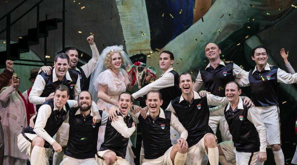 Emily Newton (Roxy) und ihr Wunderteam  ©Thomas Jauk / Stage Picture